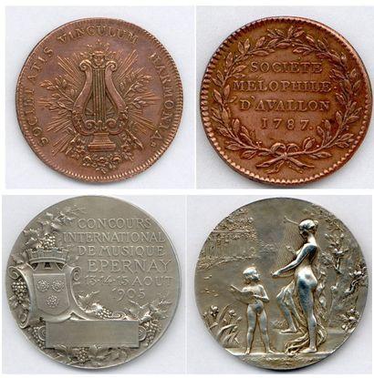 Lot de 28 médailles et plaques en cuivre,...