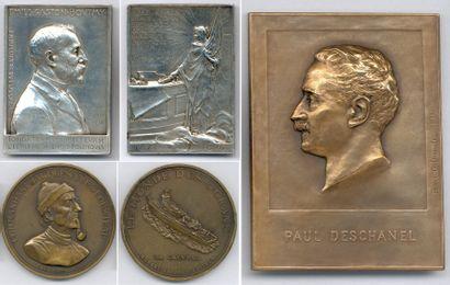 Lot de 32 médailles et plaques en cuivre,...