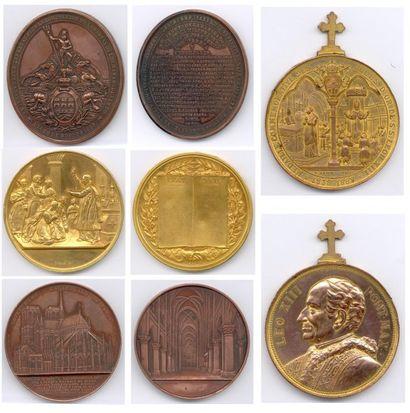 Lot de 49 médailles et plaques en cuivre,...