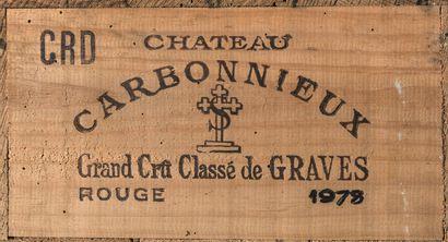 12 bouteilles de Château Carbonnieux, Grand...