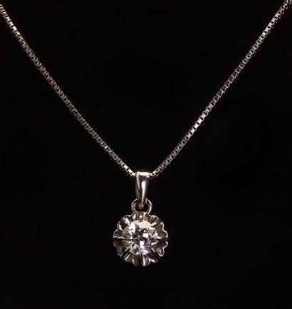 Chaîne et pendentif en or gris 18k (750/1000e)...