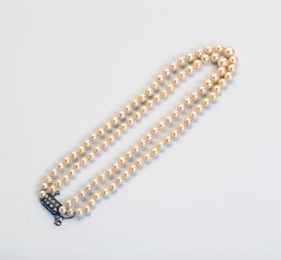 Collier de perles de culture sur deux rangs...