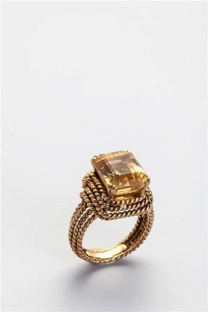Bague en or jaune 18k (750/1000e) cordée,...