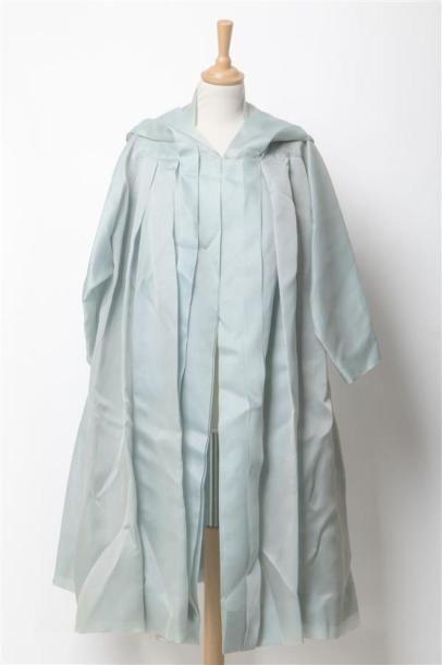 Christian DIOR printemps-été 1954-1955 numéro 52741. Manteau du soir en organdi...