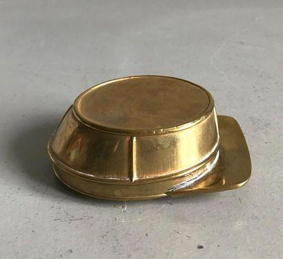 Tabatière en cuivre en forme de képi. Fin...
