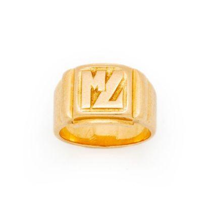 chevalière en or jaune marquée aux initiales...