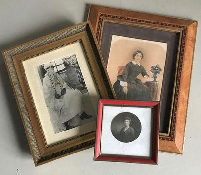 Ensemble de trois cadres photo. 12 x 12 cm...