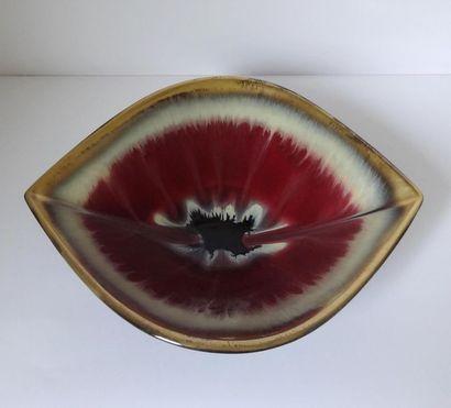 Amusante coupe de forme oblongue en céramique...