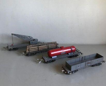 LR Ensemble de wagons à bogies type marchandises...