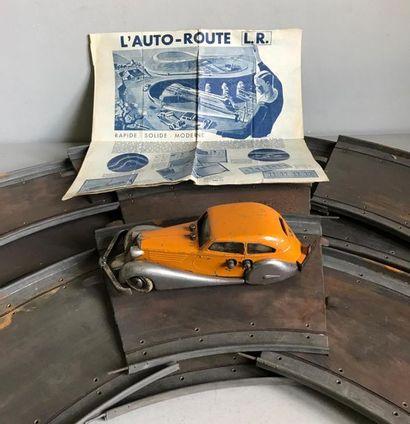 LR Circuit auto route en métal comprenant...