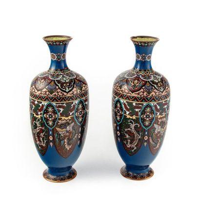 Paire de vases de forme balustre en cuivre...