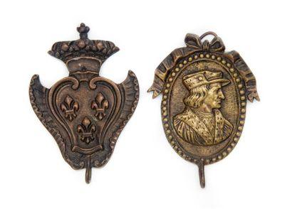 2 crochets en métal et bronze. Epoque XIXe...