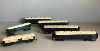 LR Ensemble de wagons à bogies type voyageurs...