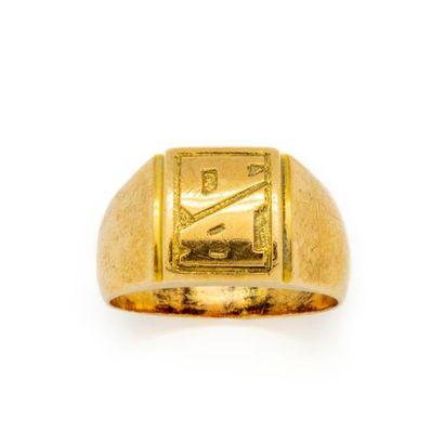 Chevalière en or jaune. Poids : 5,6 g.