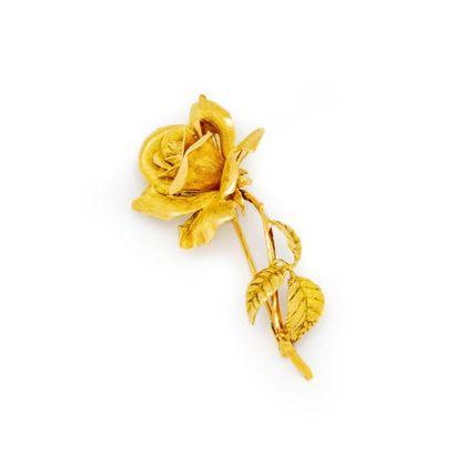 une broche rose en or jaune poids : 15,3...