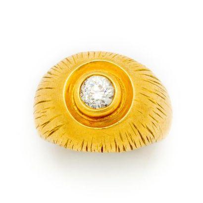 Bague chevalière en or jaune sertie d'un...
