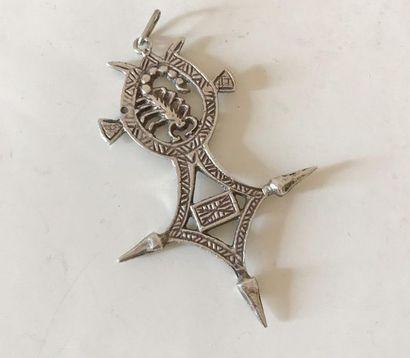 Croix éthiopienne en argent. L; 5 cm env...