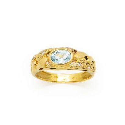 Bague en or jaune orné d'une pierre bleu...