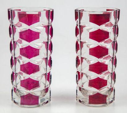Paire de vases en verre à motifs géométriques...