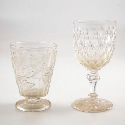 Deux verres en cristal taillé Epoque Res...