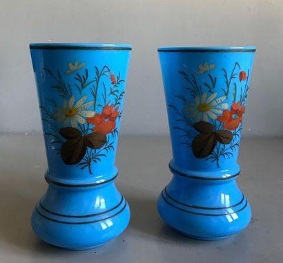 Paire de grands vases de forme balustre en...