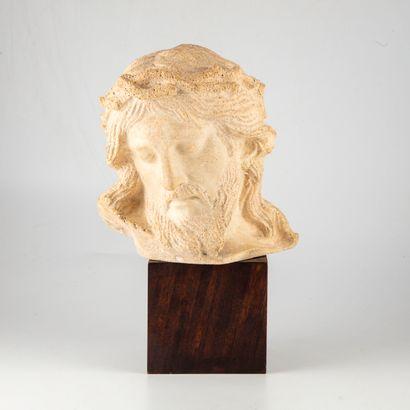Sculpture de la tête du christ en pierre...