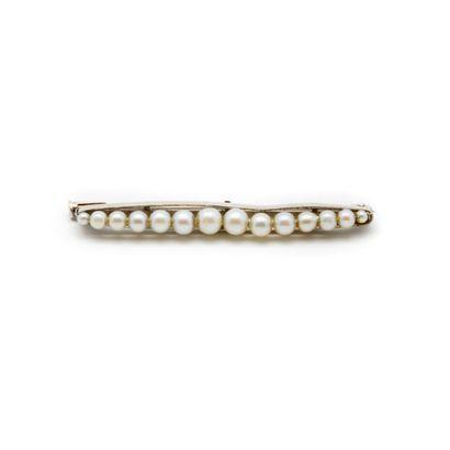 Broche en platine ornée de perles de culture...