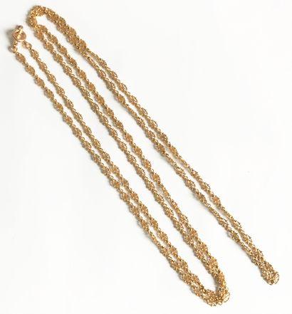 Long sautoir en or jaune à mailles Renaissance....