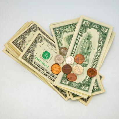Lot comprenant 10 billets de 1 dollar, 2...