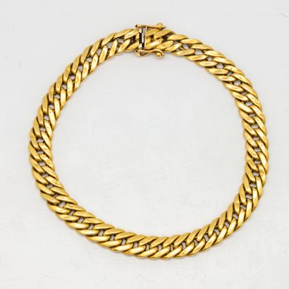 Curb in yellow gold  Weight : 12,5 g