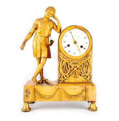 Pendule borne en bronze à sujet Antique représentant...