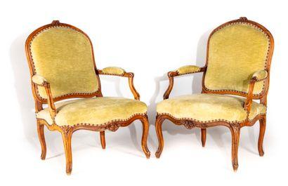 Suite de quatre fauteuils en hêtre mouluré...