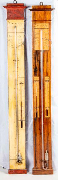 Deux baromètres en bois de placage  Un des...