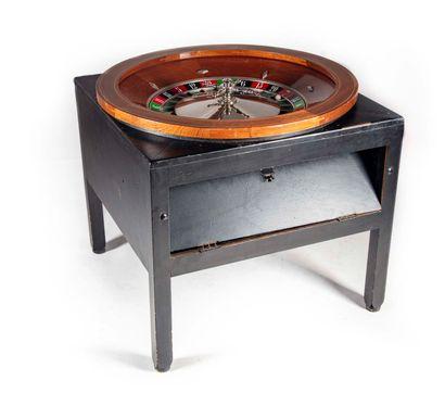 Ancienne grande roulette de casino ronde...