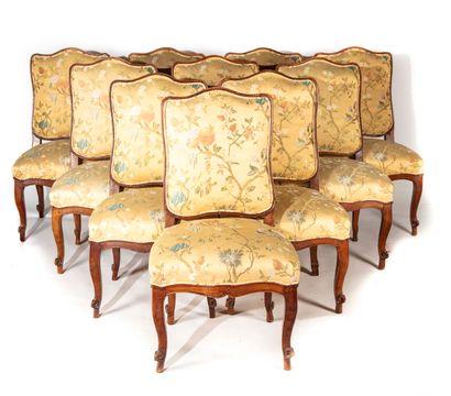 Suite de dix chaises en bois teinté, à dossier...