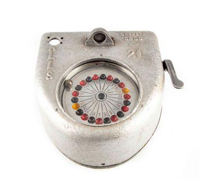 Petite roulette murale en acier  H. : 11...