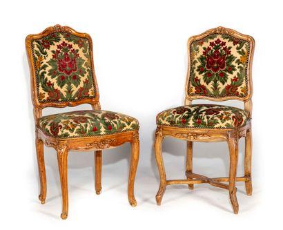 Paire de chaises en bois sculpté à dossier...