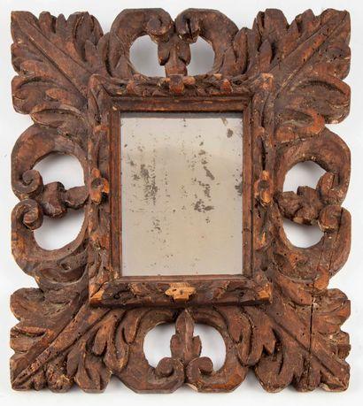 Petit miroir en chêne à décor de feuilles...