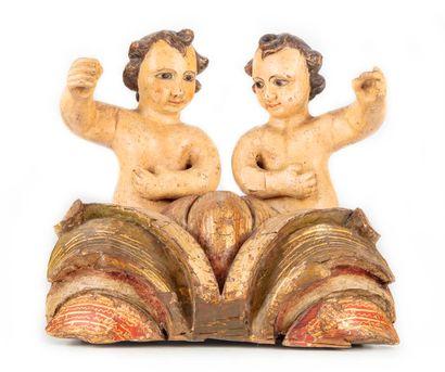 Groupe en bois sculpté polychrome représentant...