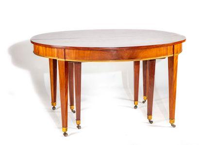 Table de salle à manger en acajou de forme...