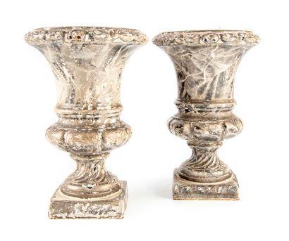 Paire de vases Medicis en fonte laqué  H....