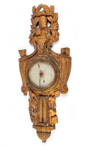 Baromètre-thermomètre en bois doré mouluré...
