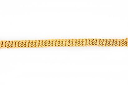 Bracelet en or jaune à maillons souples articulés...