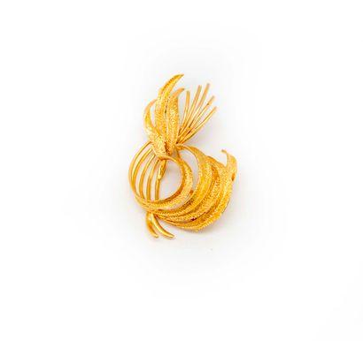 Broche en or jaune formant un feuillage  Poids...