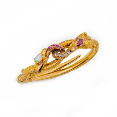 Bracelet en or jaune, deux têtes de serpents...