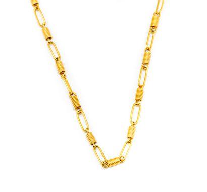 Chaine de sautoir en or jaune ornée de maillons...