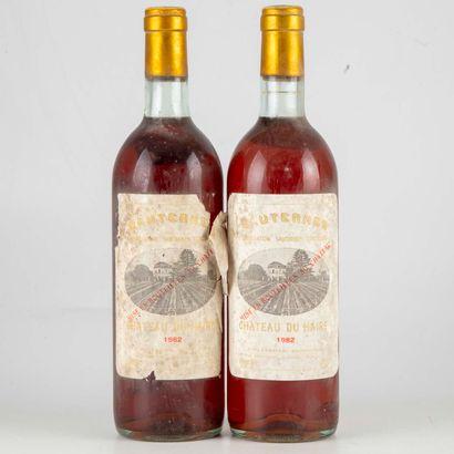 2 bouteilles CHÂTEAU DU HAIRE 1982 Sauternes...