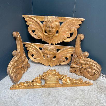 Ensemble d'éléments décoratifs en bois doré...