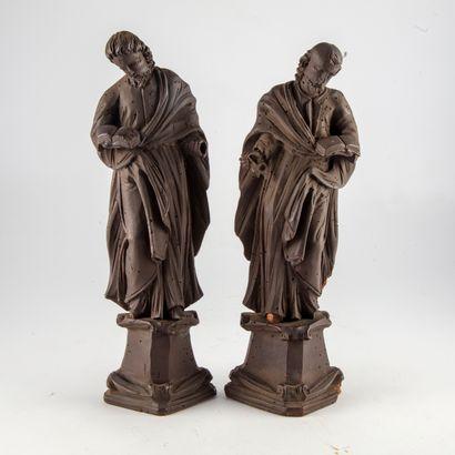 Deux sujets religieux en bois sculpté noirci...