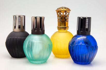 Quatre lampes Berger en verre teinté des...
